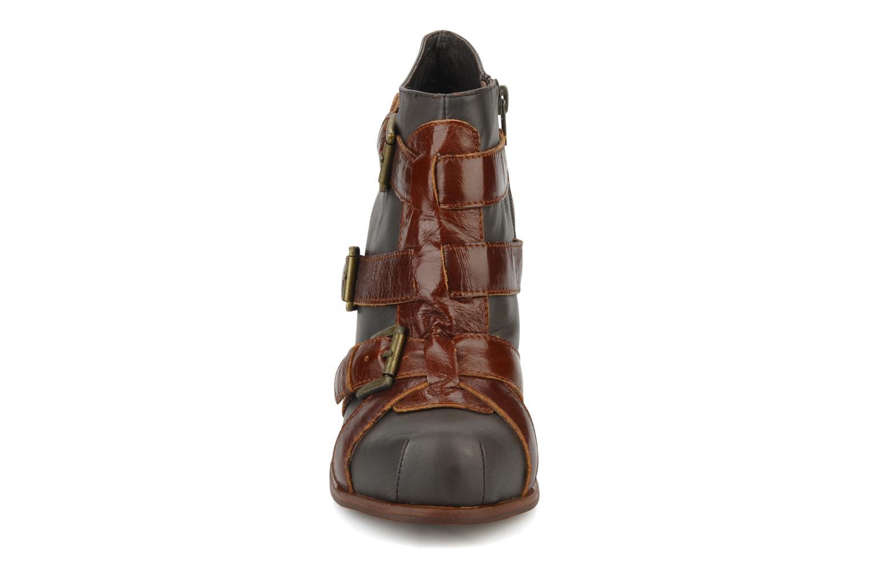 Bottines et boots Jeffrey Campbell Stone Gris vue portées chaussures