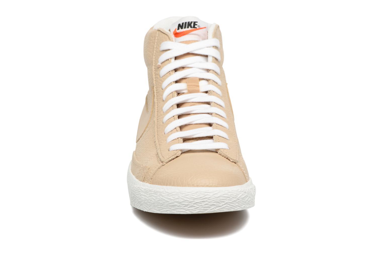 Baskets Nike Blazer mid prm Beige vue portées chaussures