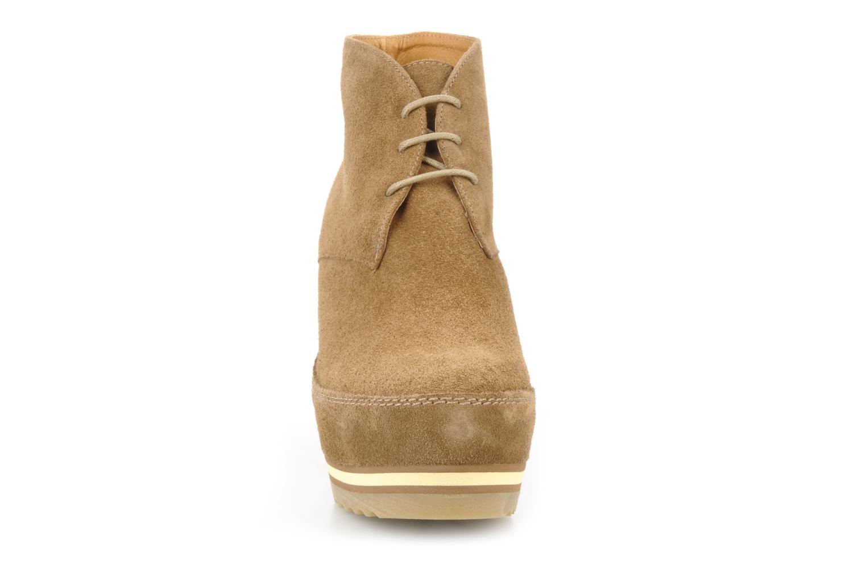 Zapatos con cordones Georgia Rose Viana Marrón vista del modelo