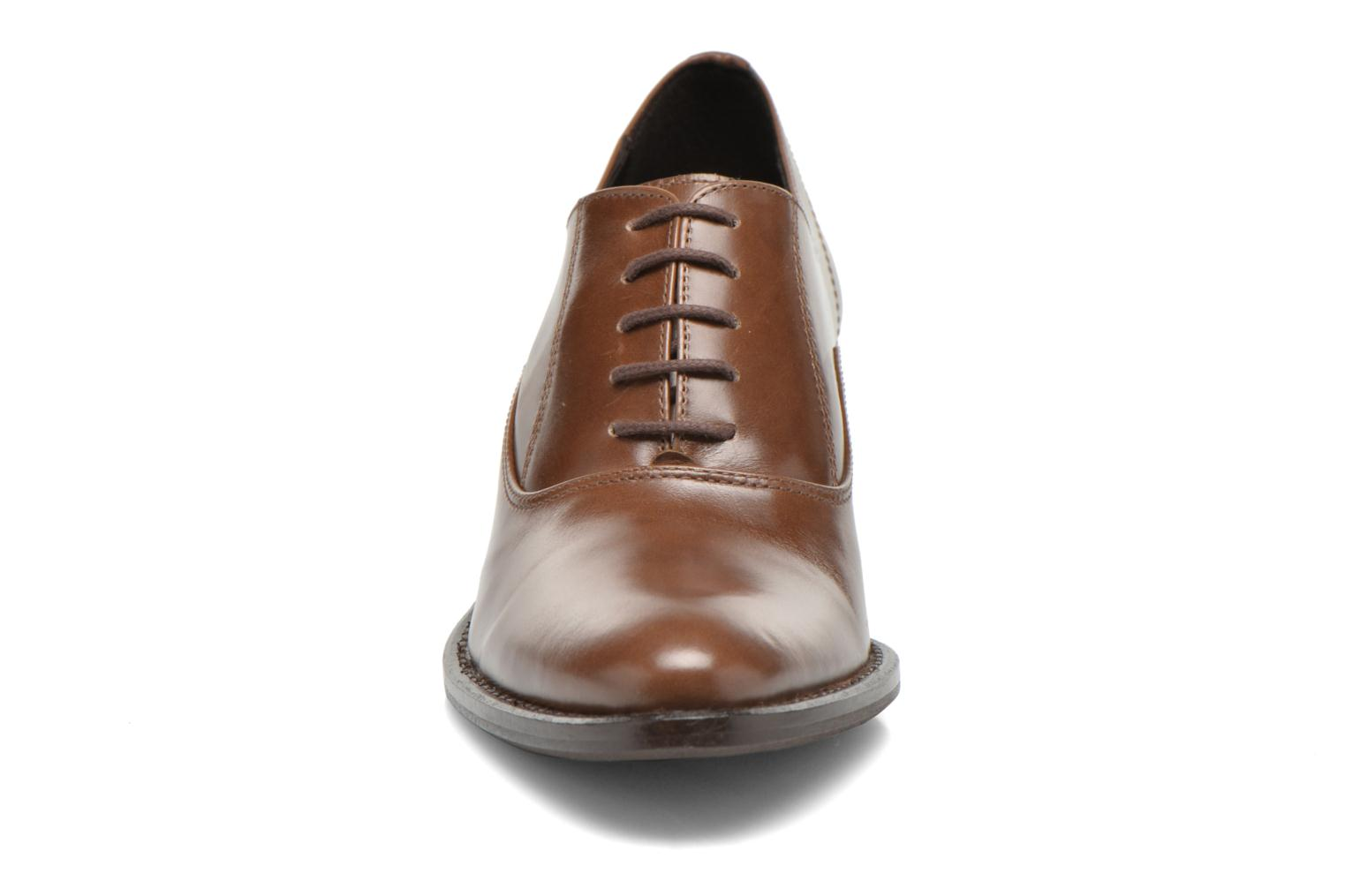 Lace-up shoes Georgia Rose Daporo Brown model view
