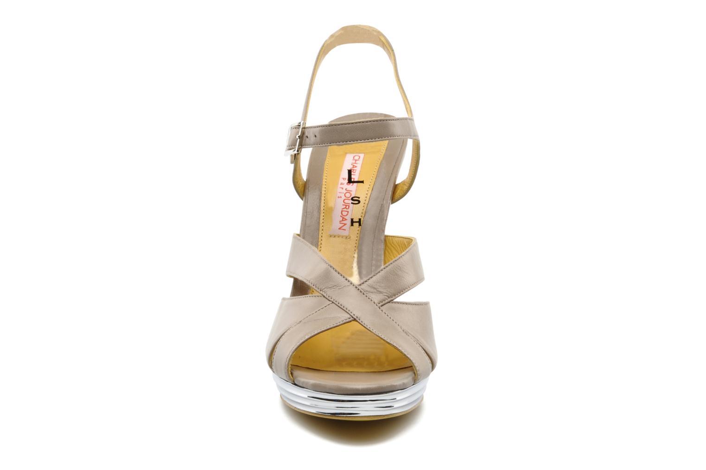 Sandali e scarpe aperte Charles Jourdan Marilyne Grigio modello indossato