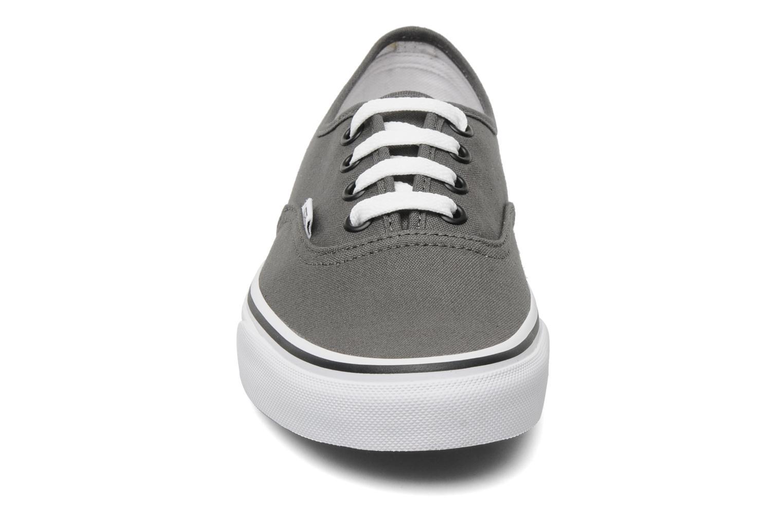 Baskets Vans Authentic w Gris vue portées chaussures