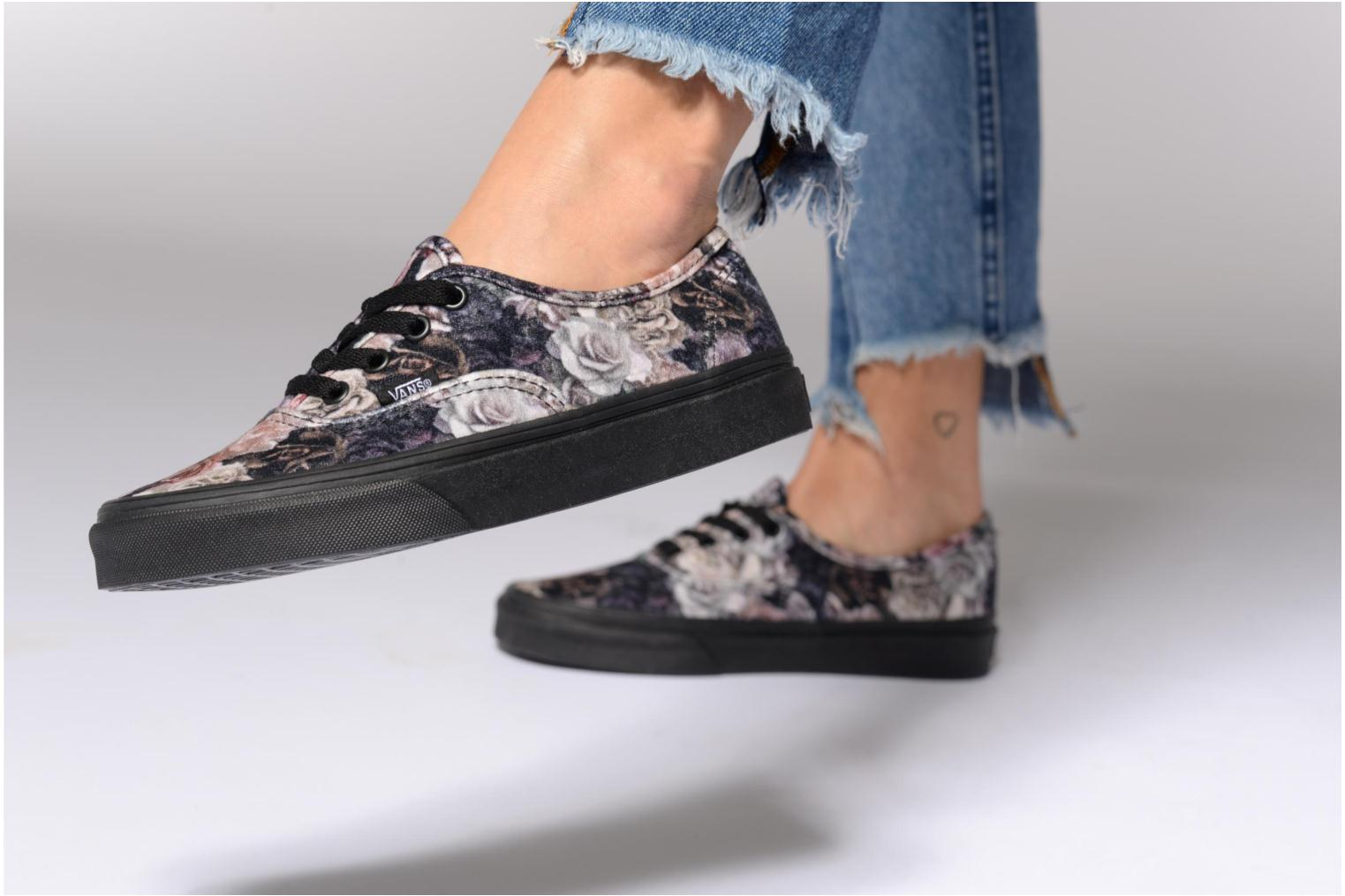Trainers Vans Authentic w Black view from underneath / model view