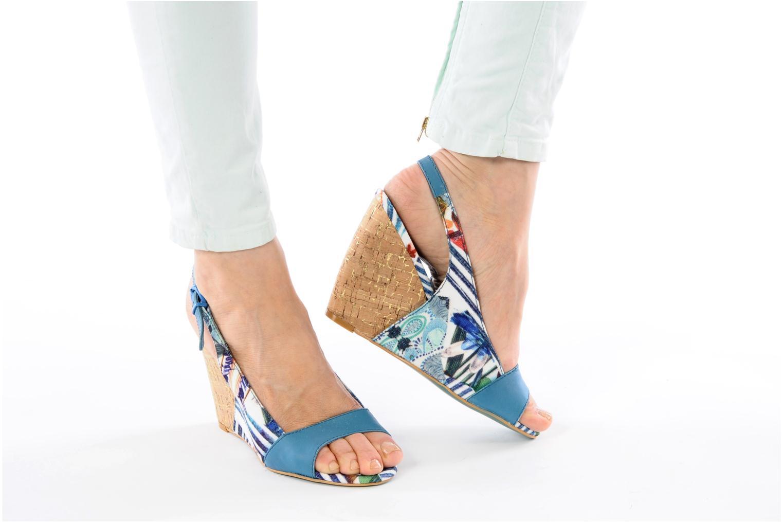Sandales et nu-pieds Desigual Minoa Bleu vue bas / vue portée sac