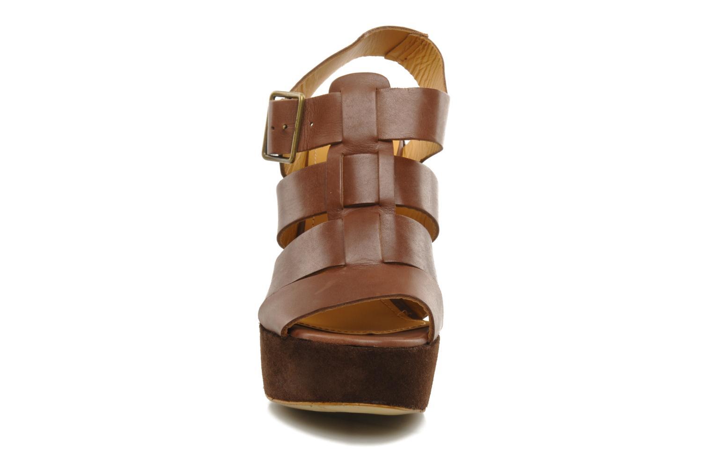 Sandales et nu-pieds Emma Go Lowe Marron vue portées chaussures