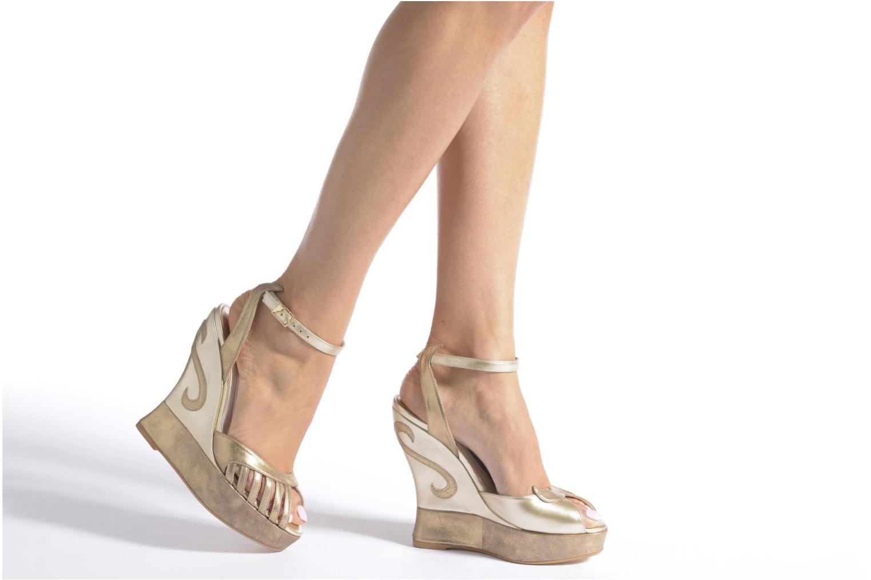 Sandali e scarpe aperte Terry de Havilland Margaux Viola immagine dal basso