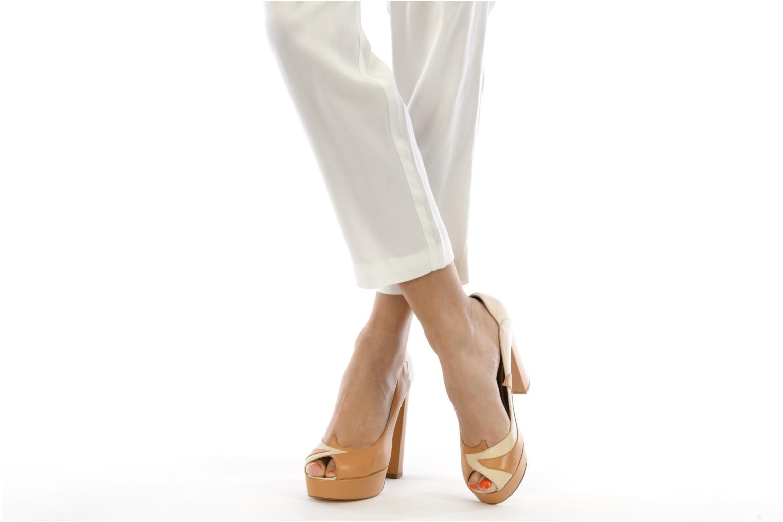 High heels Terry de Havilland Carina Beige view from underneath / model view