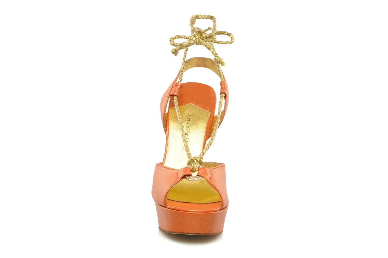 Sandalen Terry de Havilland Lisette orange schuhe getragen