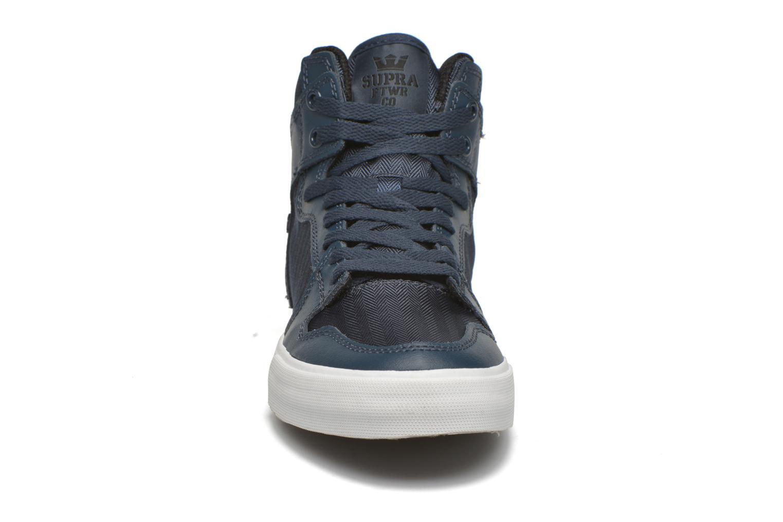 Sneaker Supra Vaider blau schuhe getragen