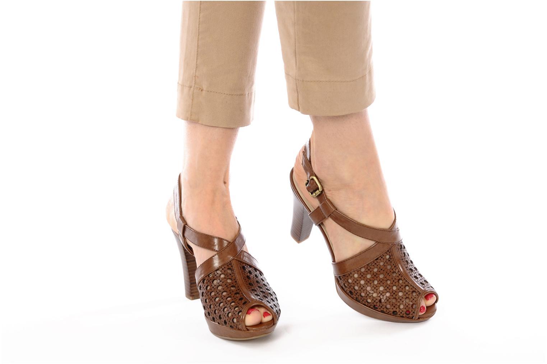 Sandalen Naturalizer Korina braun ansicht von unten / tasche getragen