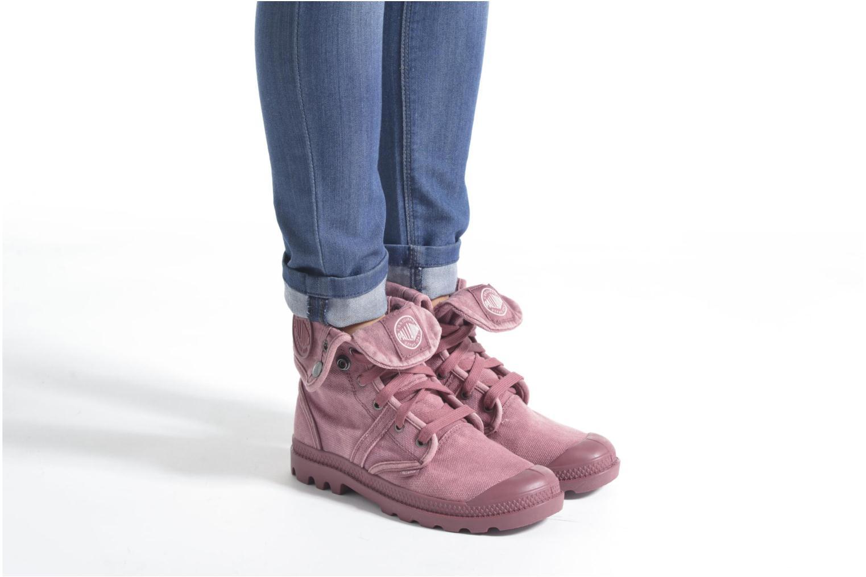 Sneaker Palladium Us Baggy F grau ansicht von unten / tasche getragen