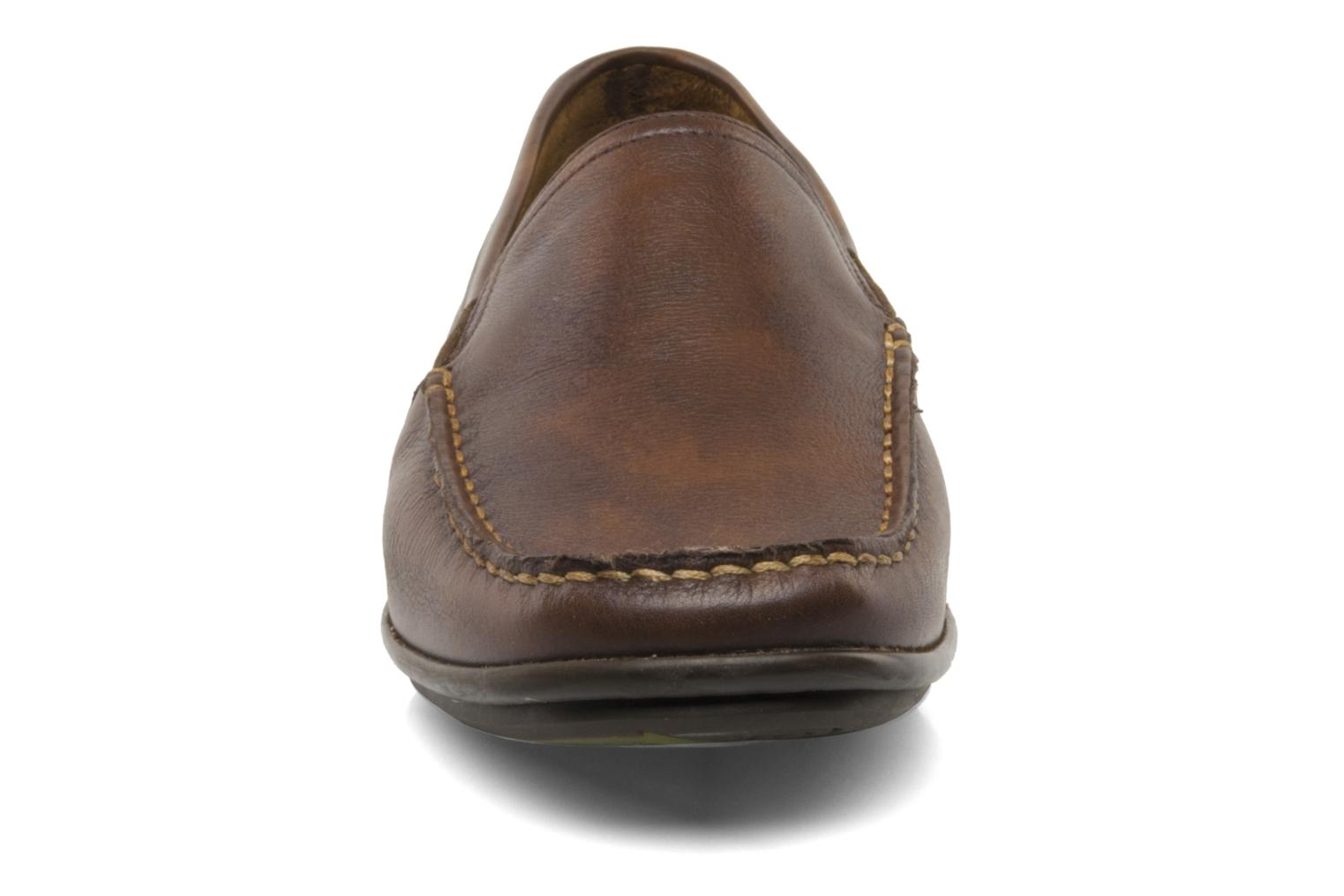 Mocasines Fluchos Baltico 7149 Marrón vista del modelo