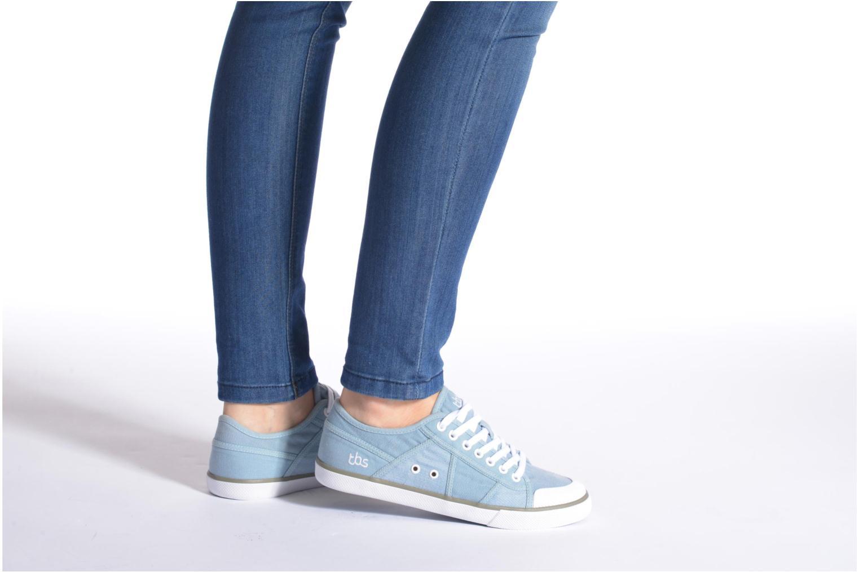 Sneaker TBS Violay grau ansicht von unten / tasche getragen