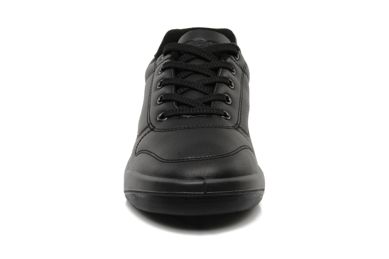 Sneakers TBS Easy Walk Albana Nero modello indossato