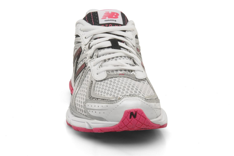 Chaussures de sport New Balance W770 Gris vue portées chaussures