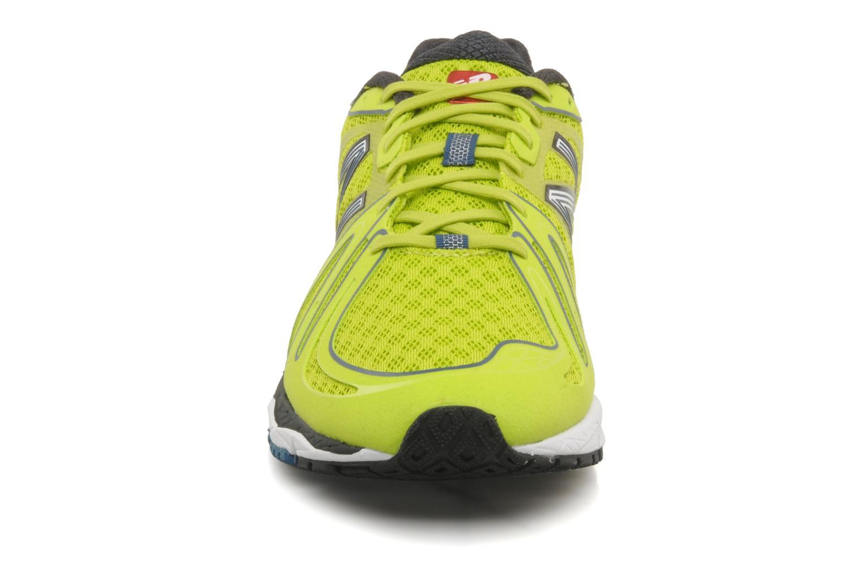 Chaussures de sport New Balance M890 Jaune vue portées chaussures