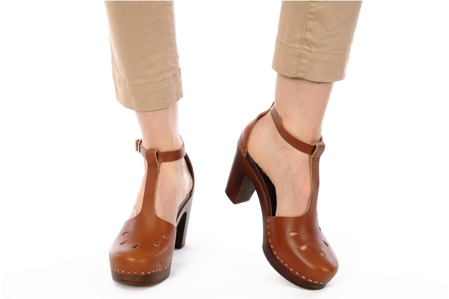 Mules & clogs Swedish Hasbeens T Bar Sandal Brown view from underneath / model view