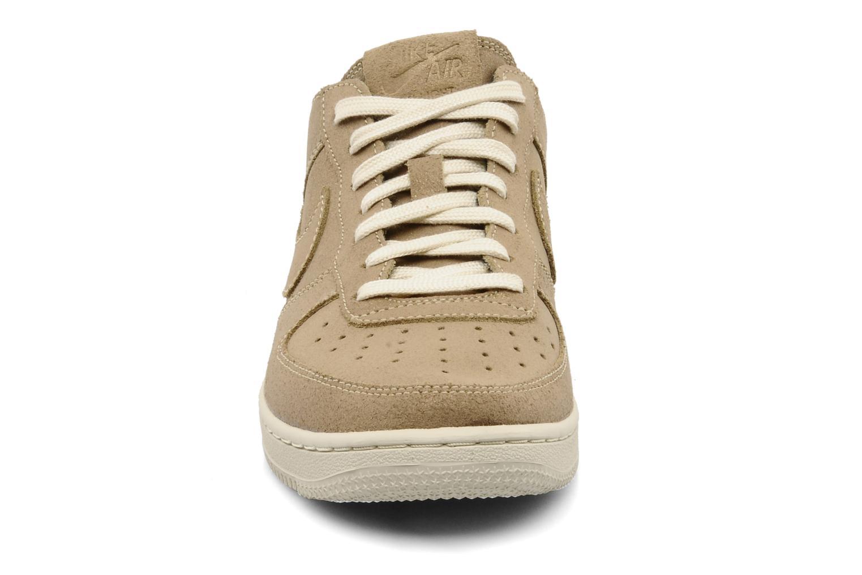 Sneakers Nike Wmns air force 1 low light Oro e bronzo modello indossato