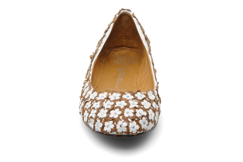 Ballerines Jeffrey Campbell Jardin Blanc vue portées chaussures