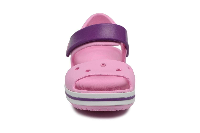 Sandali e scarpe aperte Crocs Crocband Sandal Kids Rosa modello indossato