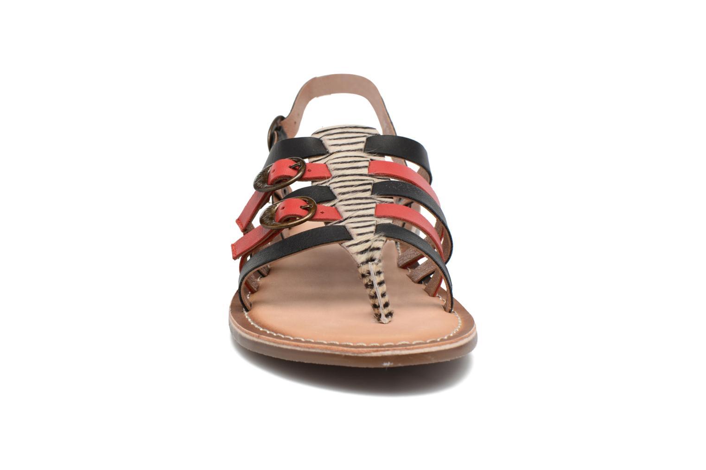 Sandales et nu-pieds Kickers Dixmille Noir vue portées chaussures