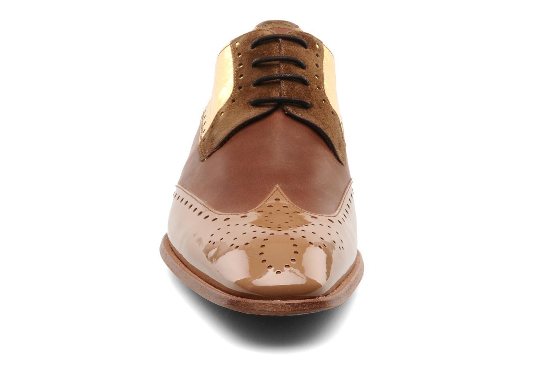 Chaussures à lacets Free Lance Totsy 4 derby perfo Marron vue portées chaussures