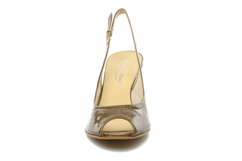 Sandales et nu-pieds Elizabeth Stuart Bambi 348 Marron vue portées chaussures