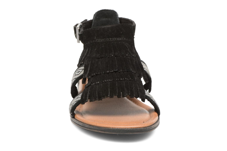 Sandales et nu-pieds Minnetonka Maui Noir vue portées chaussures