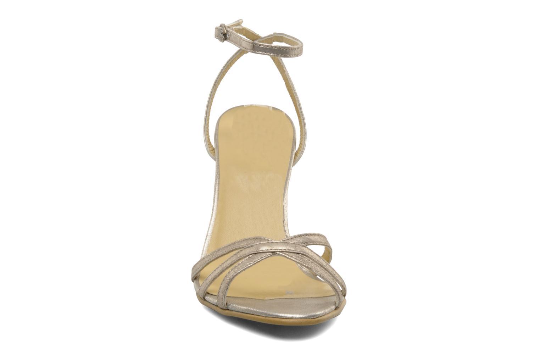 Sandalen Georgia Rose Tomina silber schuhe getragen