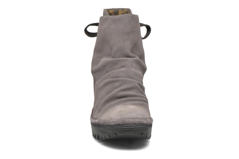 Bottines et boots Fly London Yama Gris vue portées chaussures