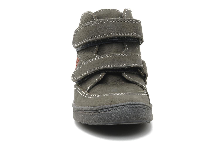 Sneakers Babybotte Ayrton Grigio modello indossato