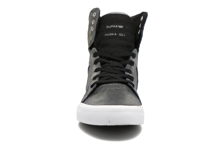 Baskets Supra Skytop w Argent vue portées chaussures
