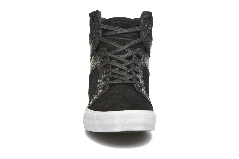 Sneaker Supra Skytop w schwarz schuhe getragen