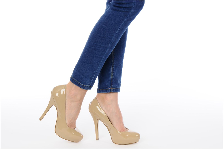 High heels Steve Madden Traisie Beige view from underneath / model view