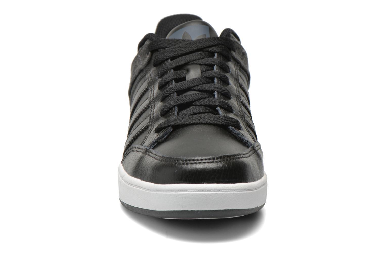 Sneaker Adidas Originals Varial Low schwarz schuhe getragen