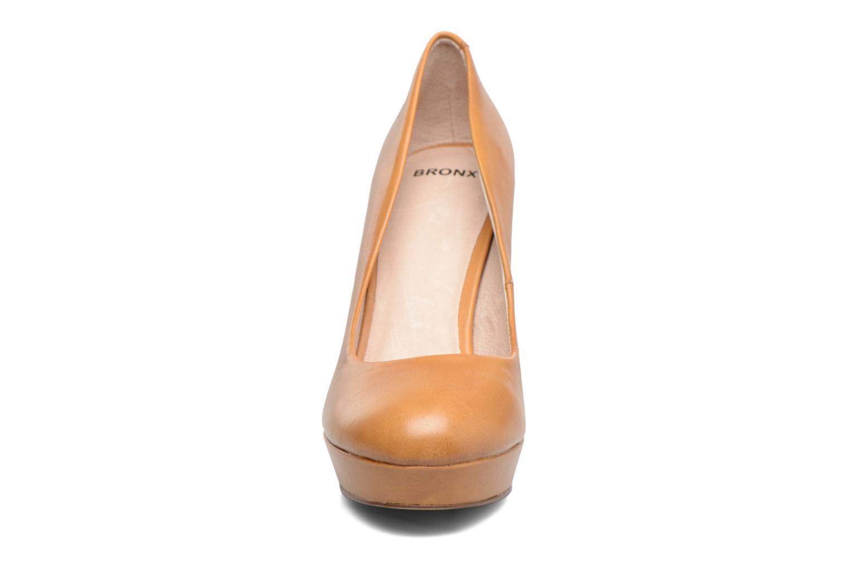 Escarpins Bronx SEVEN 73812 Beige vue portées chaussures