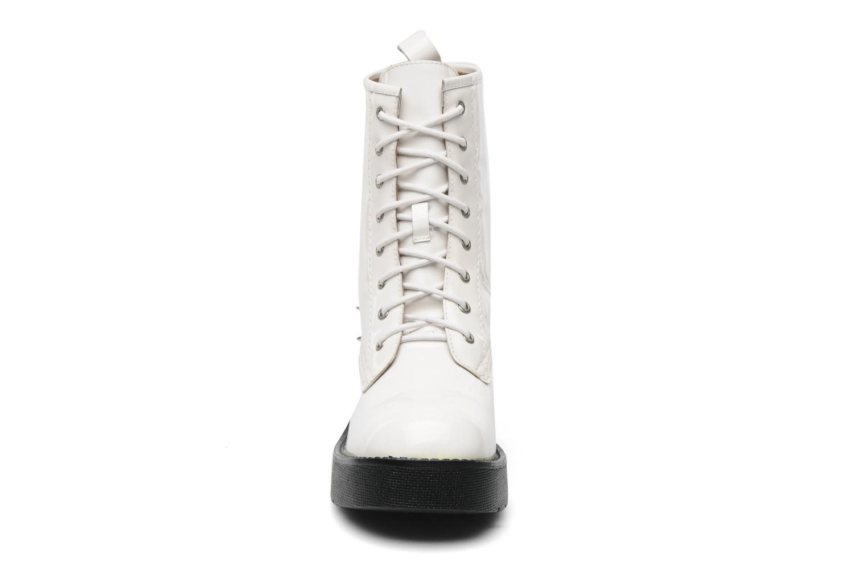 Stivaletti e tronchetti Jeffrey Campbell 8TH STREET Bianco modello indossato