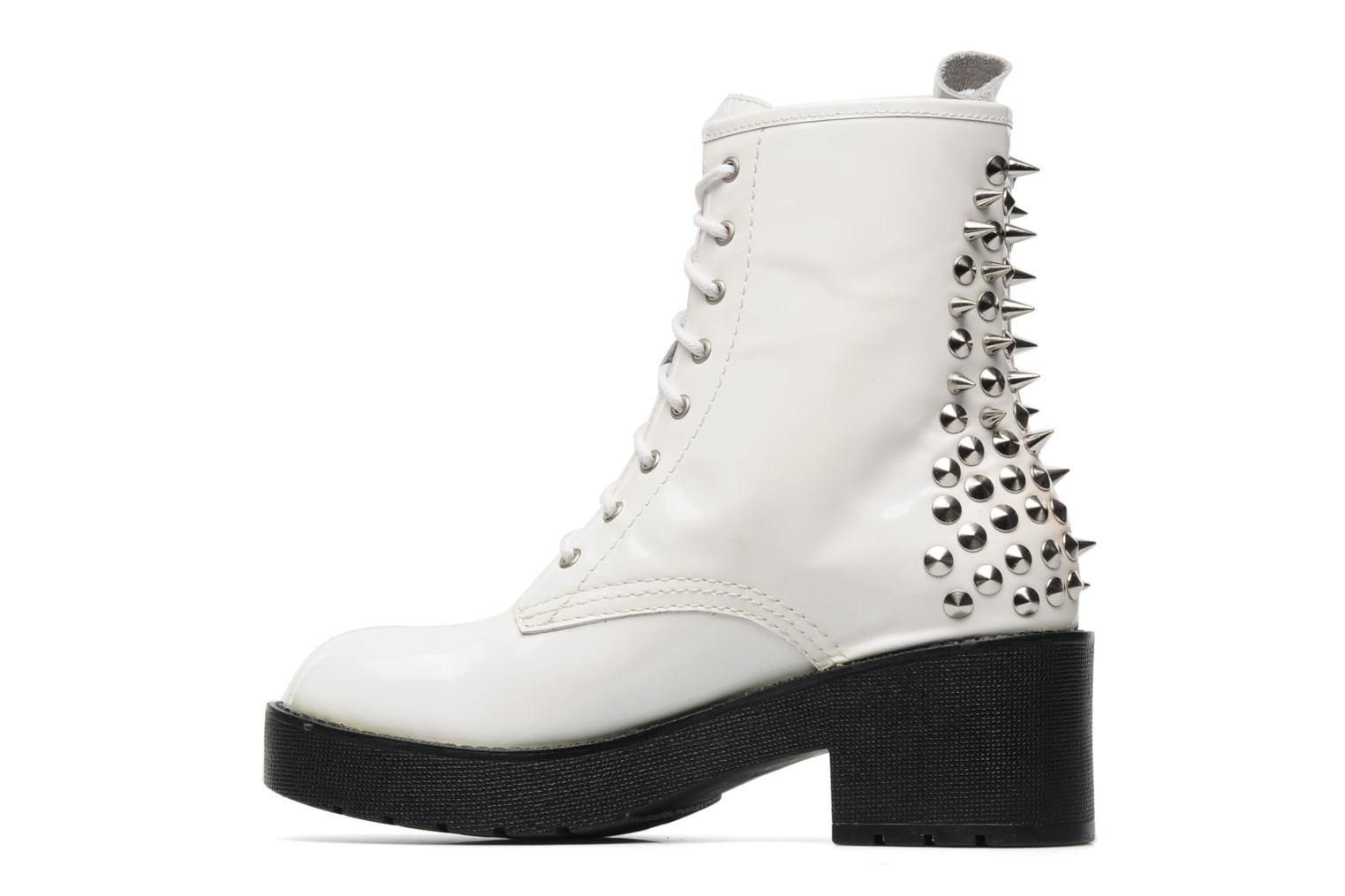 8TH STREET WHITE PATENT / SILVER STUDS