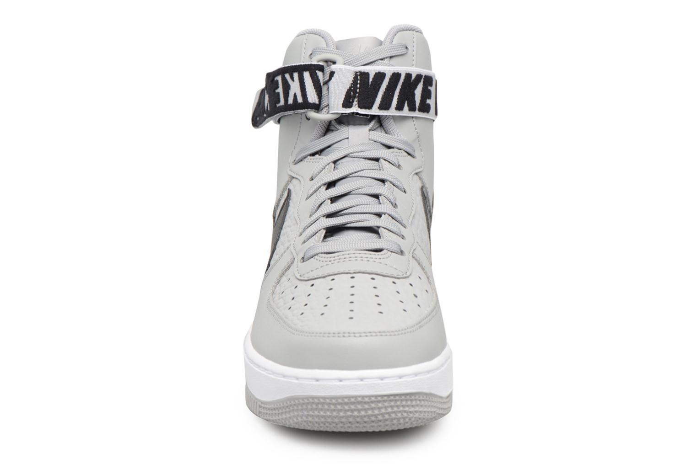 Baskets Nike Air Force 1 High'07 Gris vue portées chaussures