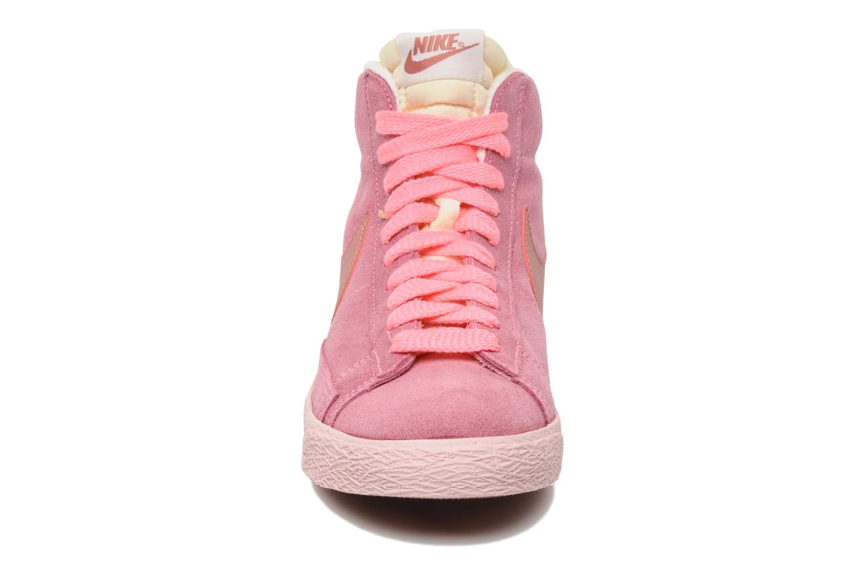 Baskets Nike Wmns Blazer Mid Suede Vintage Rose vue portées chaussures