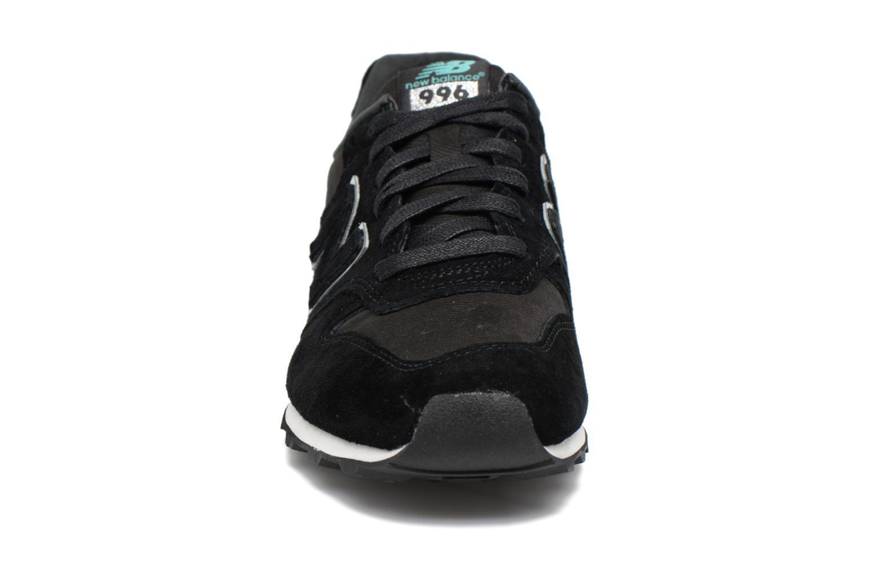 Baskets New Balance WR996 Noir vue portées chaussures