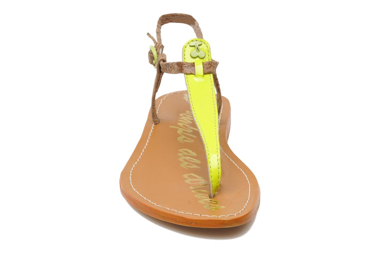 Sandales et nu-pieds Le temps des cerises Chloe Jaune vue portées chaussures