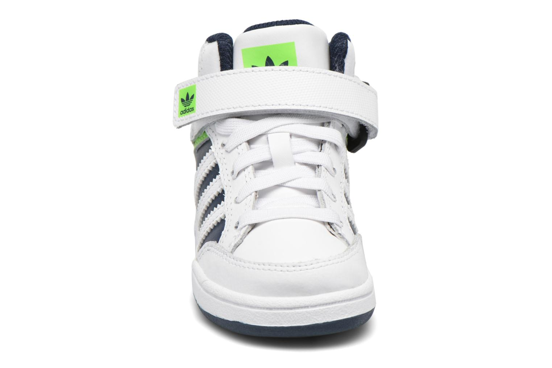 Baskets Adidas Originals Varial Mid I Blanc vue portées chaussures