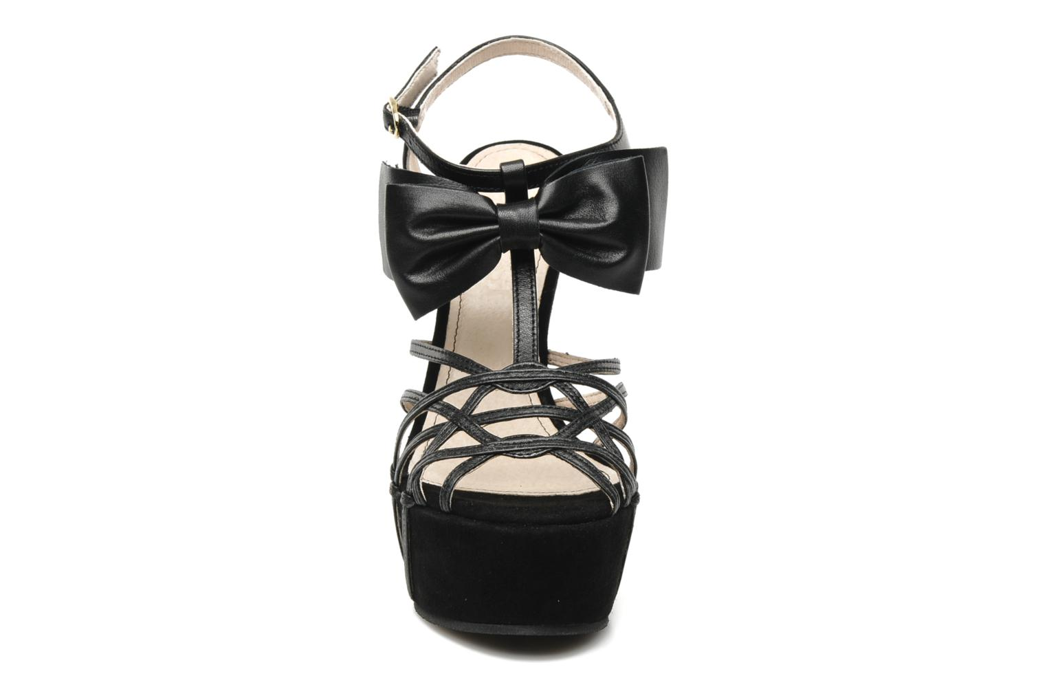 Sandals Supertrash Bowstrap Black model view