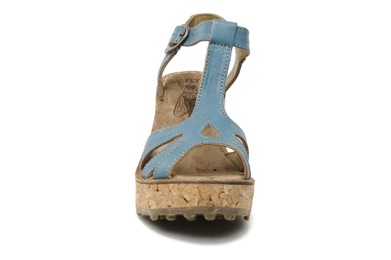 Sandales et nu-pieds Fly London Gold Bleu vue portées chaussures