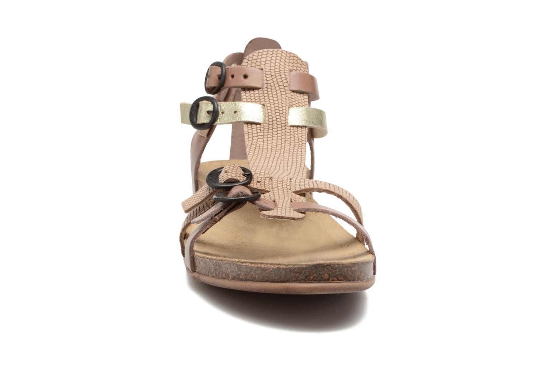 Sandaler Kickers Ana Beige se skoene på