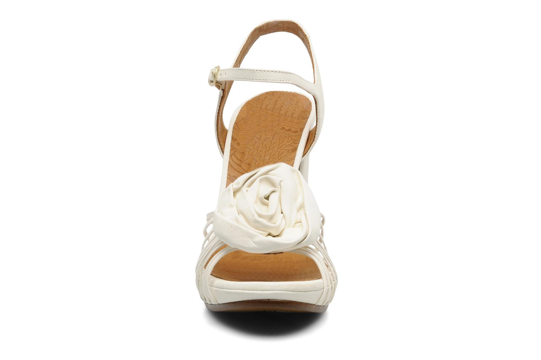 Sandales et nu-pieds Chie Mihara Rose Blanc vue portées chaussures