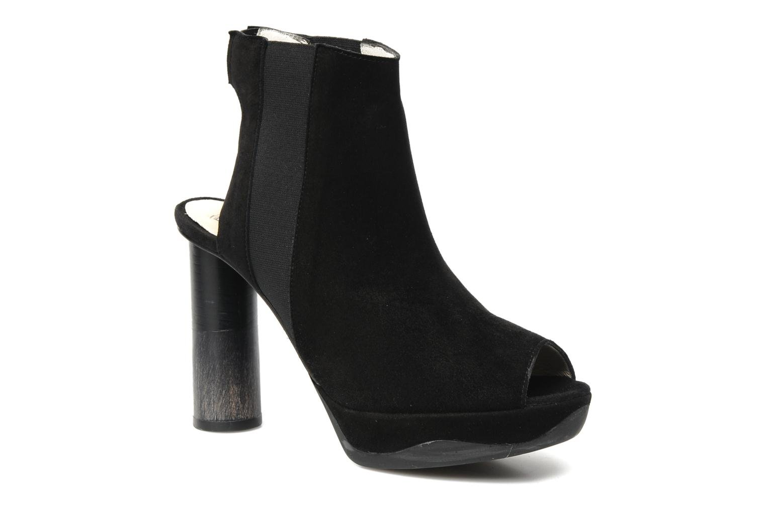Anne 14 Black Suede