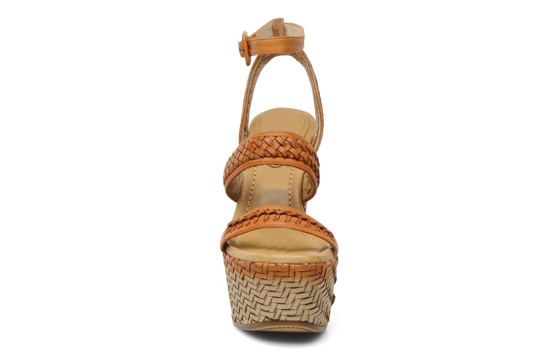 Sandales et nu-pieds Eva Turner WAVY Marron vue portées chaussures