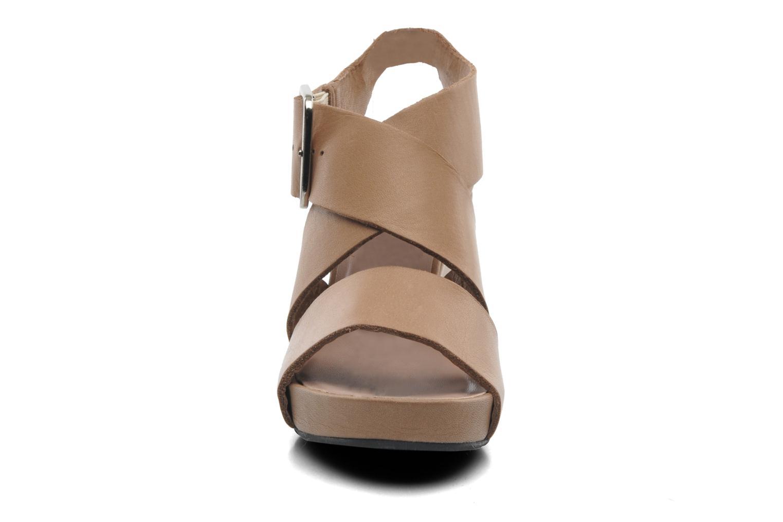 Sandales et nu-pieds Avril Gau Leli Beige vue portées chaussures